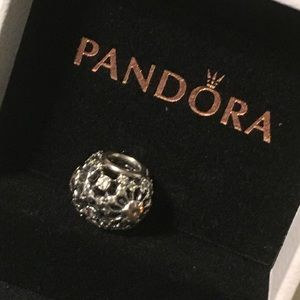 "Pandora Pandora ""Inner Radiance"" Charm"